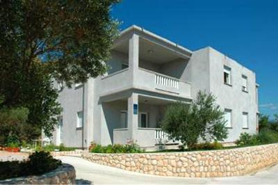 Apartment for 5 persons near the beach in Rab - Image 1 - Banjol - rentals