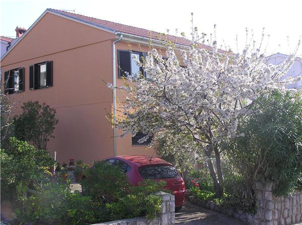 Apartment for 6 persons near the beach in Krk - Image 1 - Krk - rentals