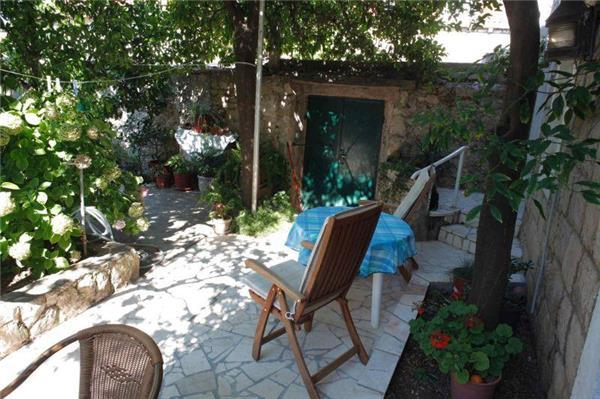 Apartment for 5 persons near the beach in Cavtat - Image 1 - Cavtat - rentals