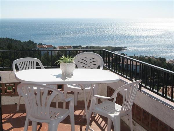Attractive apartment for 6 persons in Llanca - Image 1 - Llanca - rentals