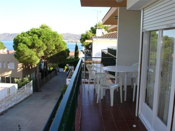 Attractive apartment for 5 persons near the beach in Llanca - Image 1 - Llanca - rentals