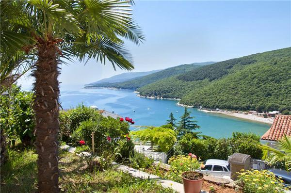 Attractive apartment for 4 persons near the beach in Rabac - Image 1 - Rabac - rentals