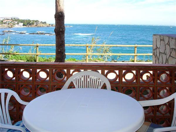 Attractive apartment for 3 persons near the beach in Llanca - Image 1 - Llanca - rentals