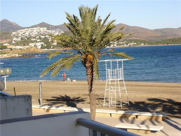 Attractive apartment for 4 persons near the beach in Llanca - Image 1 - Llanca - rentals