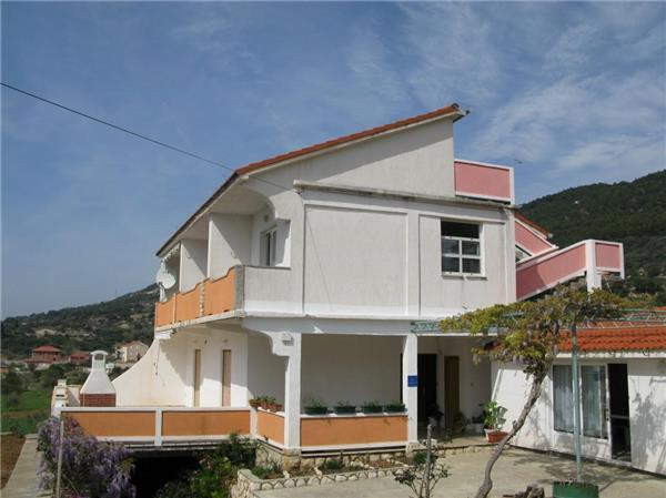 Apartment for 6 persons near the beach in Rab - Image 1 - Banjol - rentals