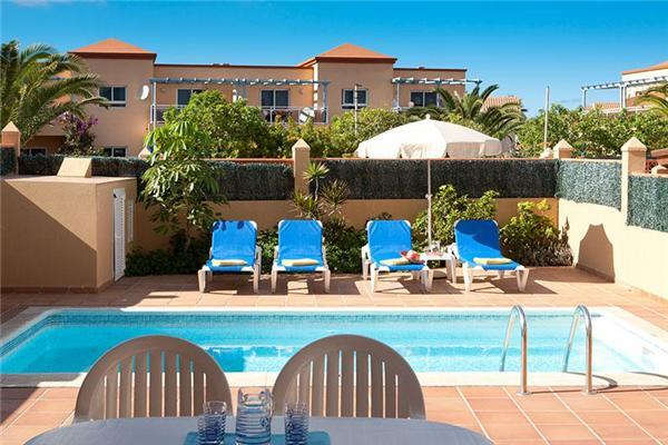 Holiday house for 4 persons, with swimming pool , in La Oliva, Corralejo - Image 1 - Corralejo - rentals