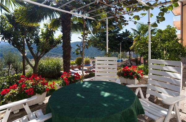 Attractive apartment for 4 persons in Rabac - Image 1 - Rabac - rentals