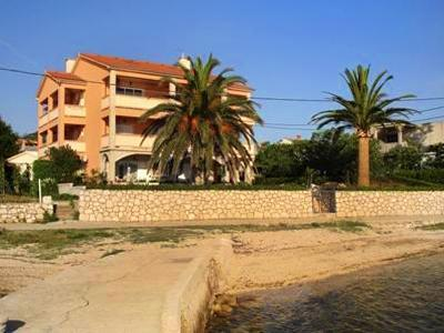 Apartment for 8 persons near the beach in Rab - Image 1 - Barbat - rentals