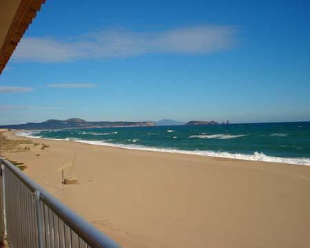 Attractive apartment for 4 persons near the beach in Playa de Pals - Image 1 - Begur - rentals