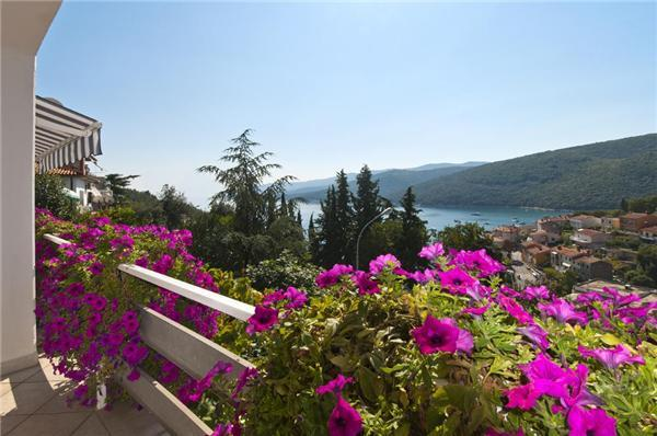 Attractive apartment for 2 persons near the beach in Rabac - Image 1 - Rabac - rentals