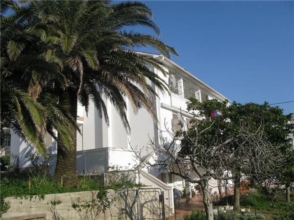Apartment for 4 persons near the beach in Rab - Image 1 - Banjol - rentals