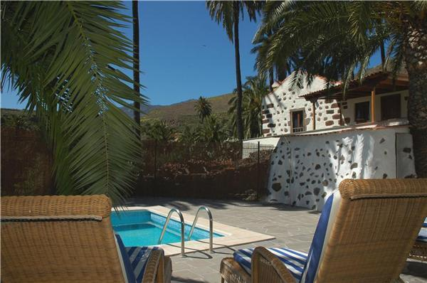 Attractive holiday house for 5 persons, with swimming pool , in Santa Lucia de Tirajana - Image 1 - Santa Lucia - rentals
