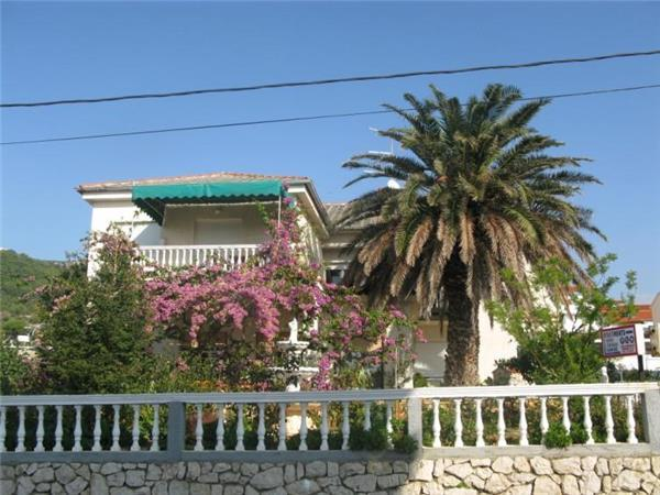 Apartment for 7 persons near the beach in Rab - Image 1 - Barbat - rentals
