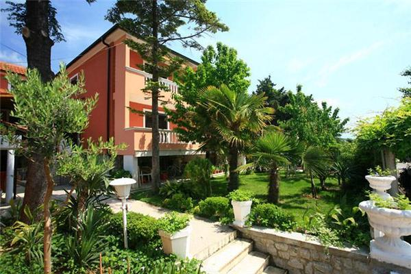 Newly renovated apartment for 4 persons near the beach in Krk - Image 1 - Baska - rentals