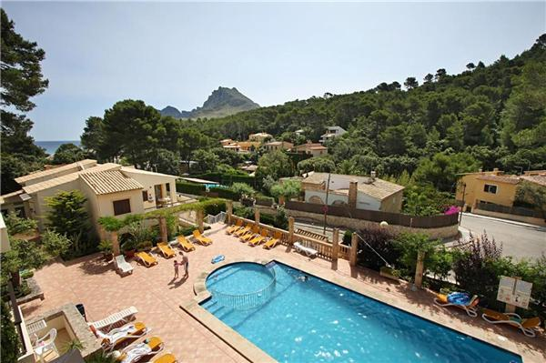 Apartment for 6 persons, with swimming pool , near the beach in Cala San Vicente - Image 1 - Cala San Vincente - rentals