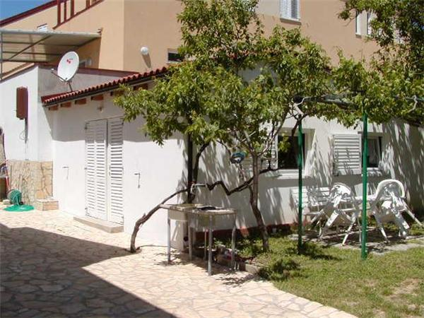 Apartment for 4 persons near the beach in Krk - Image 1 - Baska - rentals
