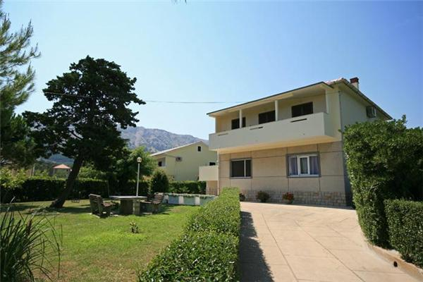 Apartment for 7 persons near the beach in Krk - Image 1 - Baska - rentals