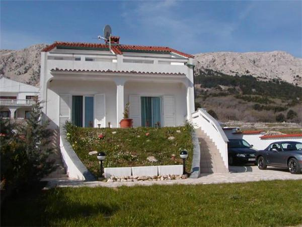 Attractive apartment for 4 persons near the beach in Krk - Image 1 - Baska - rentals