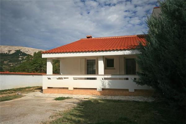 Holiday house for 6 persons near the beach in Krk - Image 1 - Baska - rentals