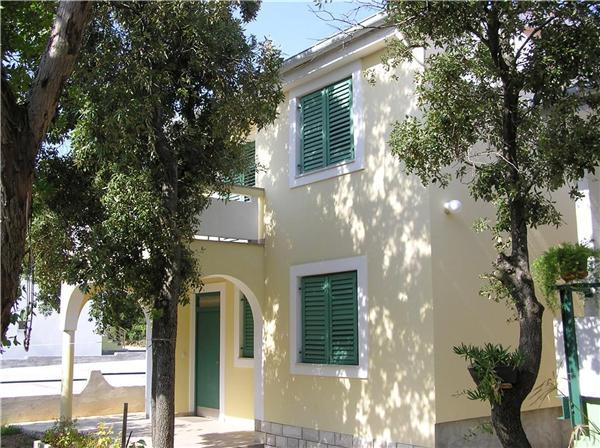 Apartment for 5 persons near the beach in Zadar - Image 1 - Petrcane - rentals