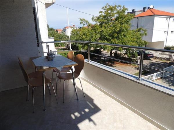 Apartment for 4 persons near the beach in Krk - Image 1 - Vantacici - rentals