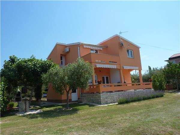 Apartment for 6 persons near the beach in Zadar - Image 1 - Petrcane - rentals