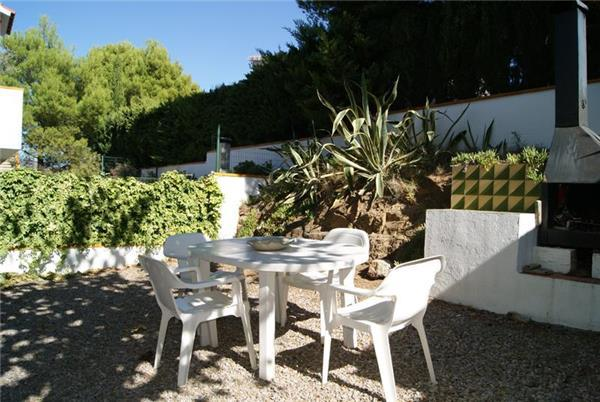 Attractive apartment for 4 persons in Llanca - Image 1 - Llanca - rentals