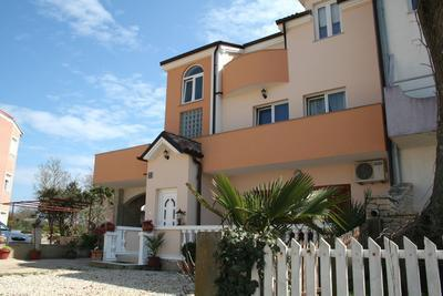 Newly renovated apartment for 6 persons near the beach in Medulin - Image 1 - Medulin - rentals