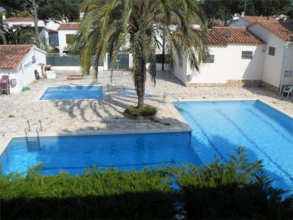 Attractive holiday house for 4 persons, with swimming pool , in Escala - Image 1 - L'Escala - rentals