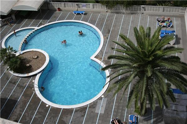 Attractive apartment for 4 persons, with swimming pool , near the beach in Salou - Image 1 - Salou - rentals