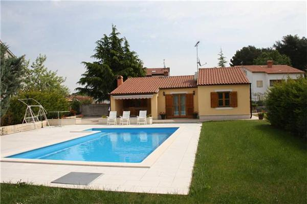 Holiday house for 6 persons, with swimming pool , in Porec - Image 1 - Porec - rentals