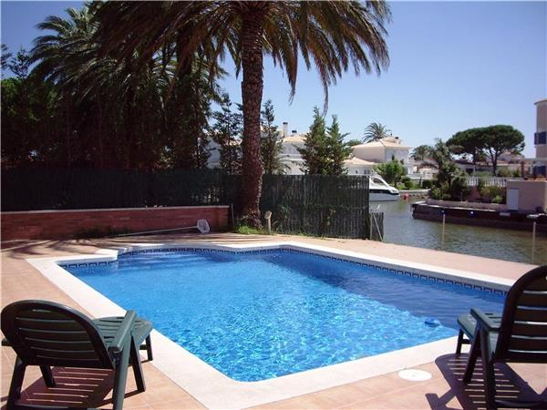 Holiday house for 9 persons, with swimming pool , in Empuriabrava - Image 1 - Empuriabrava - rentals