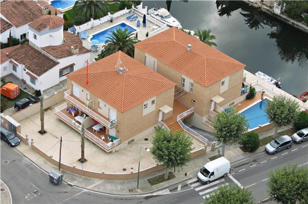 Holiday house for 8 persons, with swimming pool , in Empuriabrava - Image 1 - Empuriabrava - rentals
