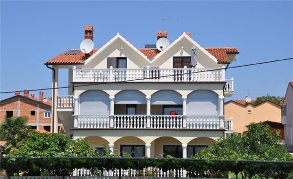 Apartment for 5 persons in Novigrad - Image 1 - Novigrad - rentals