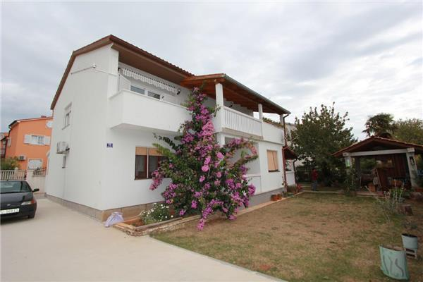 Apartment for 7 persons in Medulin - Image 1 - Medulin - rentals