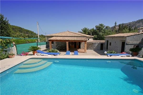 Attractive holiday house for 4 persons, with swimming pool , in Pollenca - Image 1 - Pollenca - rentals