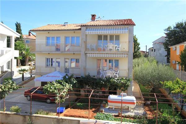 Apartment for 6 persons in Medulin - Image 1 - Medulin - rentals