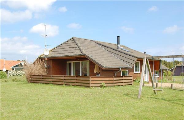 Attractive holiday house for 6 persons, with swimming pool , near the beach in North-western Funen - Image 1 - Middelfart - rentals