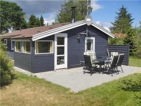 Attractive holiday house for 6 persons near the beach in North-western Funen - Image 1 - Middelfart - rentals
