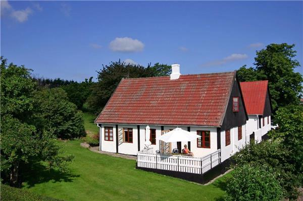 Attractive holiday house for 8 persons in Gudhjem - Image 1 - Gudhjem - rentals