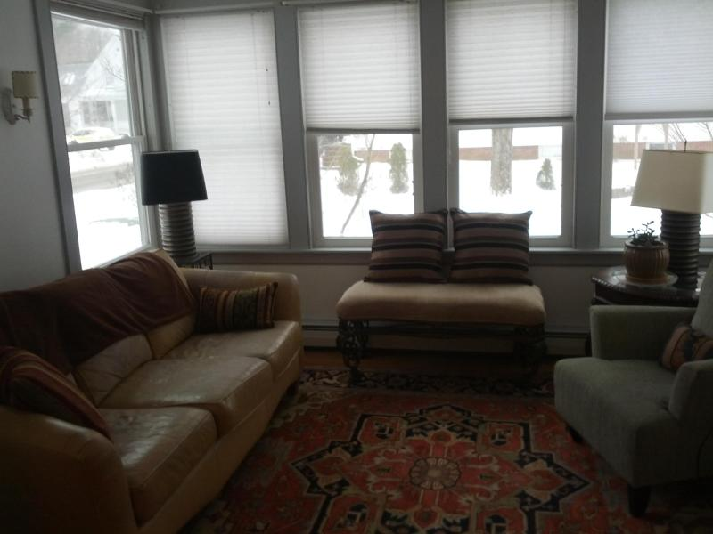 Living room / sun room - Furnished Upscale 4 Bedroom Brunswick Maine - Brunswick - rentals