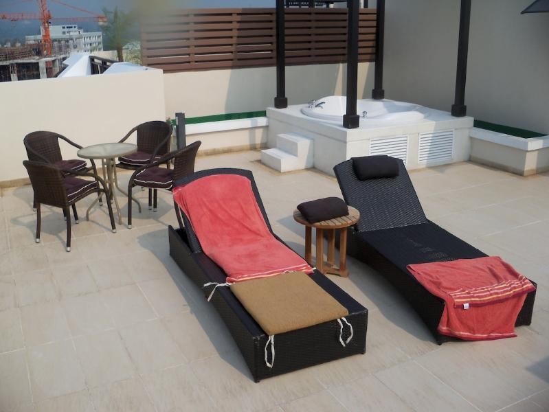 Roof terrace with Jacuzzi - 2 room Penthouse, Jacuzzi, Seaview - Pattaya - rentals