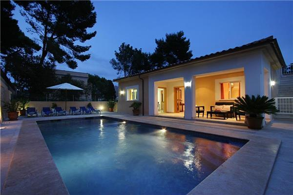 Holiday house for 8 persons, with swimming pool , near the beach in Cala San Vicente - Image 1 - Cala San Vincente - rentals