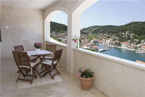 Apartment for 2 persons near the beach in Brac - Image 1 - Pucisca - rentals