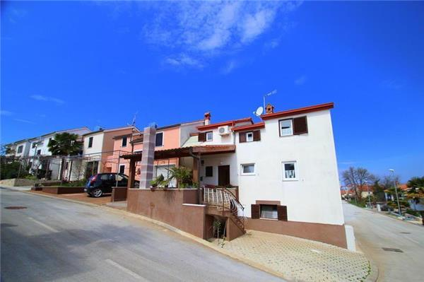 Apartment for 2 persons near the beach in Novigrad - Image 1 - Karigador - rentals