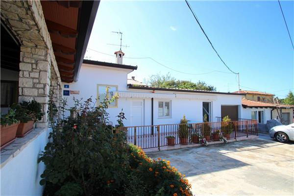 Apartment for 4 persons near the beach in Umag - Image 1 - Zambratija - rentals