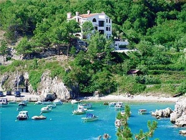 Apartment for 4 persons, with swimming pool , near the beach in Krk - Image 1 - Vrbnik - rentals