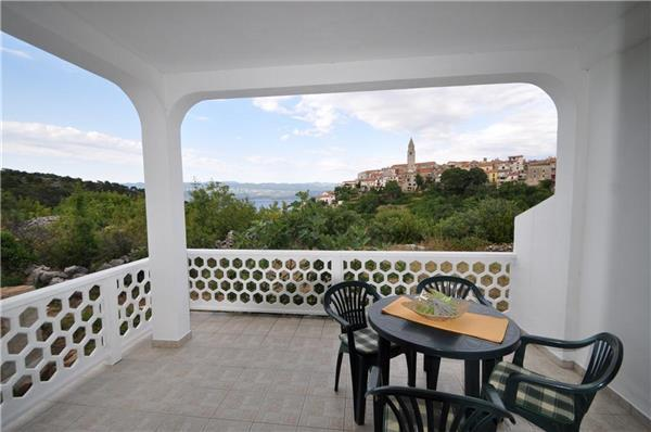 Apartment for 6 persons near the beach in Krk - Image 1 - Vrbnik - rentals