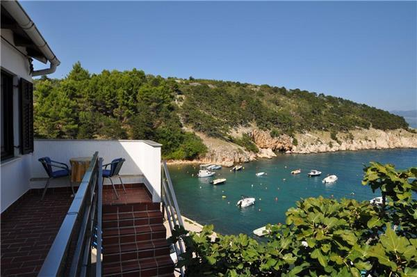 Apartment for 3 persons near the beach in Krk - Image 1 - Vrbnik - rentals