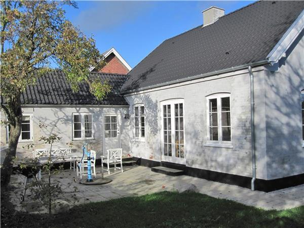 Attractive holiday house for 6 persons near the beach in Ærø - Image 1 - Marstal - rentals